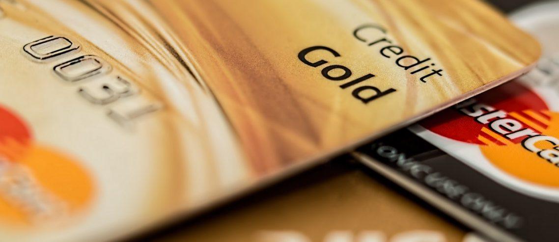 Różnica między pożyczką a kredytem
